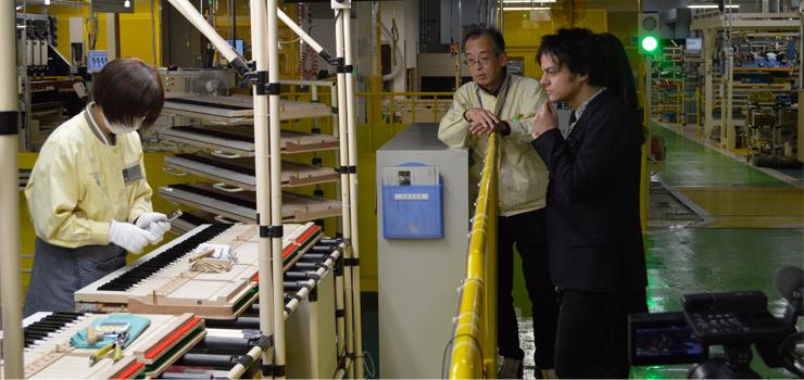 Jamie Cullum visits Yamaha Kakegawa and Iwata Factory